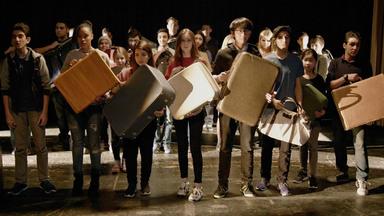 L'émouvant portrait de jeunes immigrants qui racontent le récit de leur immigration grâce au théâtre