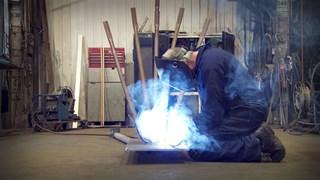 Sculpter l'acier : La passion de Jean-Pier Synnott