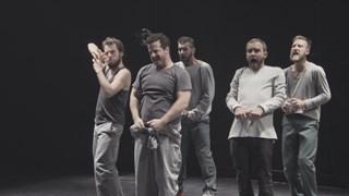 Entre théâtre et danse : la performance des garçons