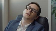 Une discussion avec un gars qui dort les yeux ouverts