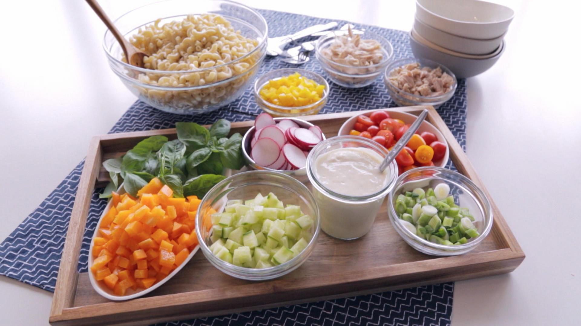 bar salade de macaroni cuisine fut e parents press s zone vid o t l qu bec. Black Bedroom Furniture Sets. Home Design Ideas