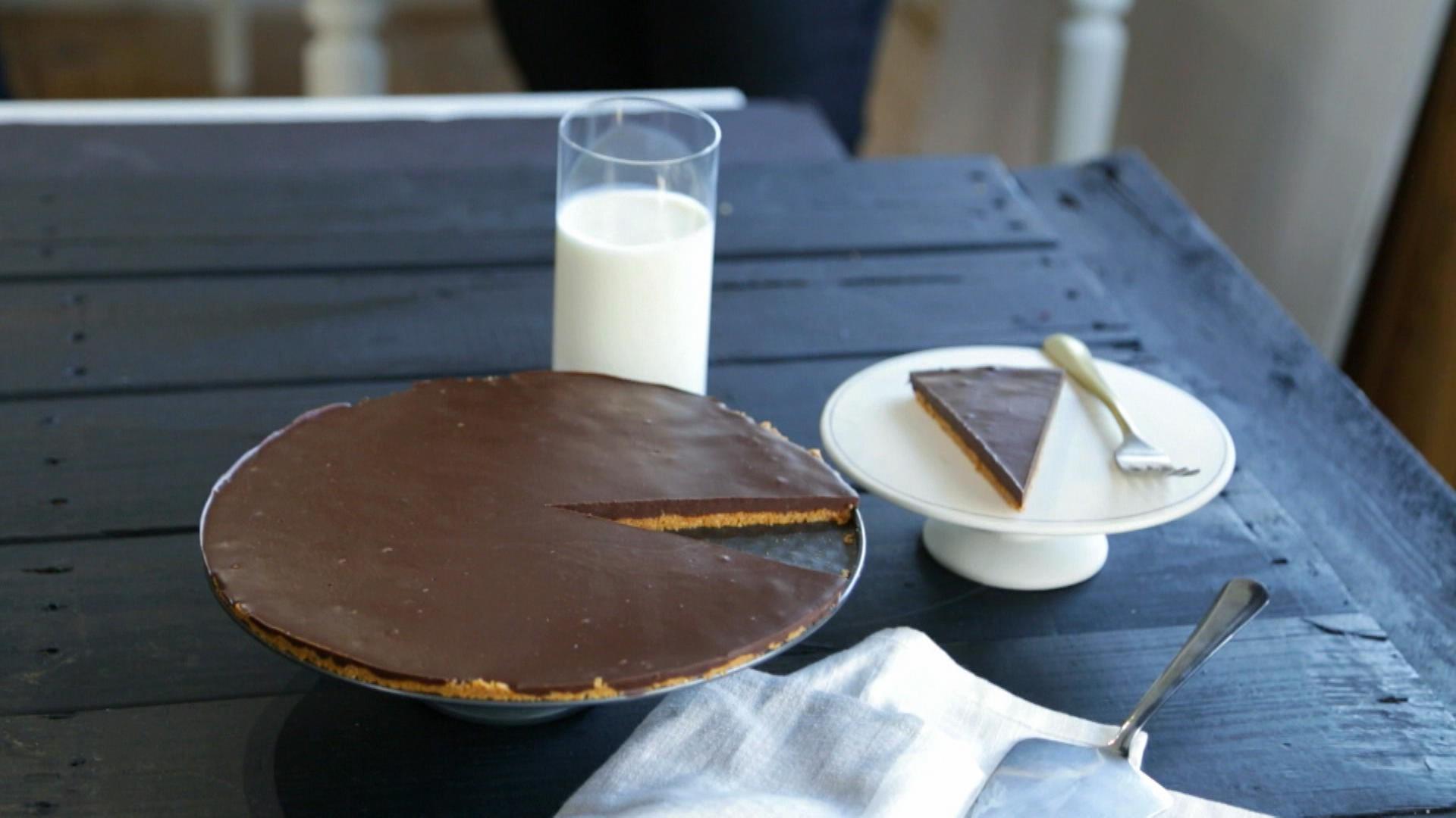 tarte choco amandes sans cuisson cuisine fut e parents press s zone vid o t l qu bec. Black Bedroom Furniture Sets. Home Design Ideas