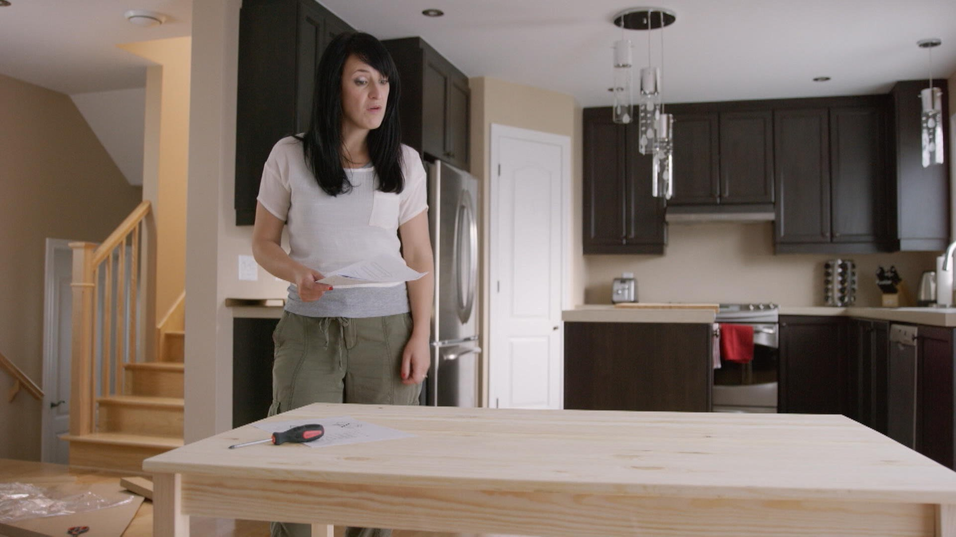 monter un meuble ikea les appendices zone vid o t l qu bec. Black Bedroom Furniture Sets. Home Design Ideas