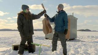 Dans l'gumbo au lac Duparquet, les frères Greffard s'amusent!