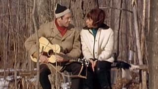 Sorti des voûtes   Raymond Lévesque et Pauline Julien à la cabane à sucre
