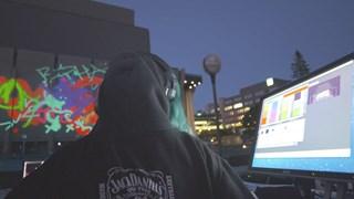 Encres &  lumières | Gigantesques graffitis numériques en direct