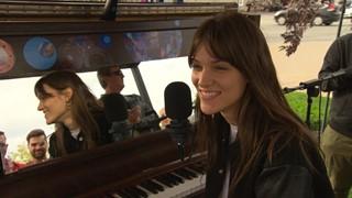 Charlotte Cardin chante « Faufile » au FME 2016