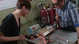 Marianne au labo : du plasma pour traiter et protéger le bois contre les agressions du climat.
