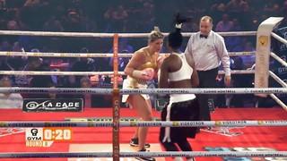Marie-Ève Dicaire, boxeuse professionnelle