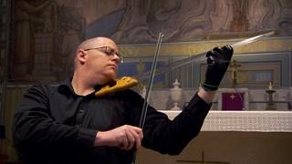 Olivier Doucet interprète « Sainte Nuit » à l'égoïne