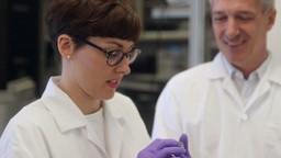 Marianne au labo : un hydrogel qui régénère des cordes vocales endommagées après une seule injection