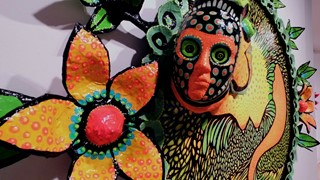 Dinorah Catzalco dans une jungle de couleurs