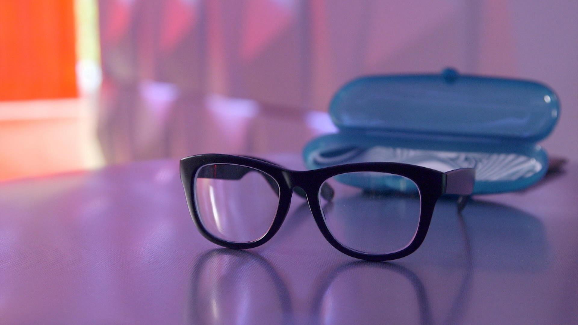 Achat de lunettes en ligne   Ça vaut le coût   Zone Vidéo Télé-Québec 2f736bd973bf