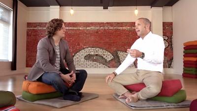 Cet ex-financier a renoncé à une vie de luxe pour enseigner yoga.