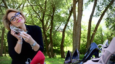 Danièle Henkel expose sa passion sans bornes pour… les chaussures.