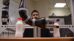 Un bras robotisé destiné aux personnes lourdement handicapées et qui se contrôle avec les yeux