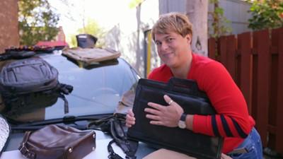Alex Perron et les sacs