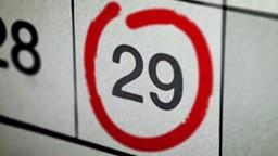 Pourquoi est-ce qu'à tous les 4 ans, le mois de février a 29 jours au lieu de 28?