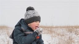 Pourquoi est-ce qu'on interdit aux enfants de manger de la neige?