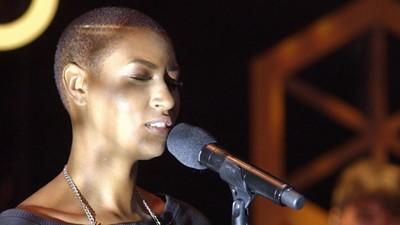 Prestation musicale Dominique Fils-Aimé