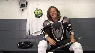 On équipe un jeune pour le hockey / Un ex-joueur compulsif nous raconte